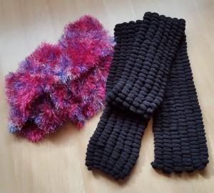 Warme Schals in verschiedenen Farben und Grössen ab Fr. 25.-, je nach Grösse, Strickmuster und Wollqualität